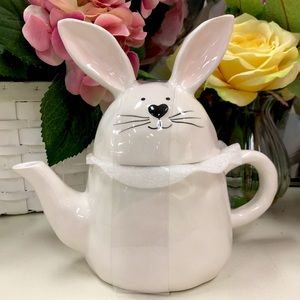 10 Strawberry Street Bunny Teapot